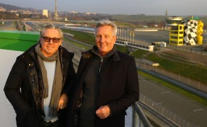 Wayne Gardner (56 ) (links) - Motorrad-Weltmeister 1987 (Honda / 500ccm) und zweifacher Vizeweltmeister 1986 und 1988 - lebt in Australien mit Nick Wigley - Veranstaltungs-Manager aus Großbritannien am Sachsenring.Foto:Andreas Kretschel