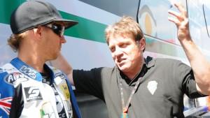 Ein Bild aus besseren Tagen. Wimmer und sein damaliger Moto2-Pilot Anthony West im Juli 2011.
