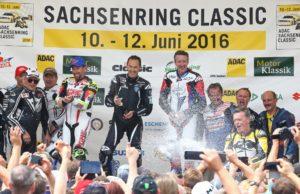 ADAC Sachsenring Classic 2016  World GP Bike Legendes ..Rennen am Sonntag  super Wetter alle hoch zufrieden mit 30400 Zuschauern.Sieger Jeremy Mc Williams (GB) vor Garry Mccoy (AUS) (links) und Freddy Spencer (USA).Foto:Andreas Kretschel