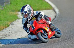 Knie raus, Blick zum Ziel – Marlon Gregur zeigt perfekte Racertechnik. Foto: Privat